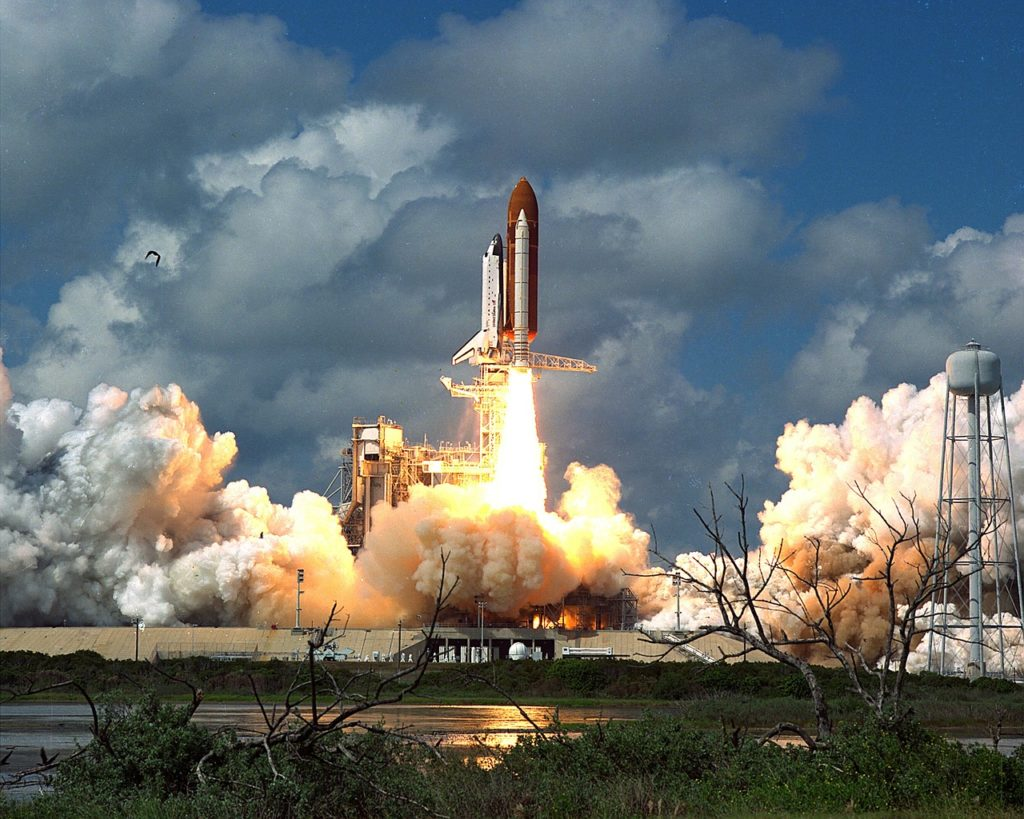 discovery-space-shuttle-1087701_1280